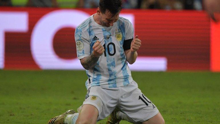 Месси после победы вКубке Америки: несдержал слезы, смеялся сНеймаром, танцевал враздевалке