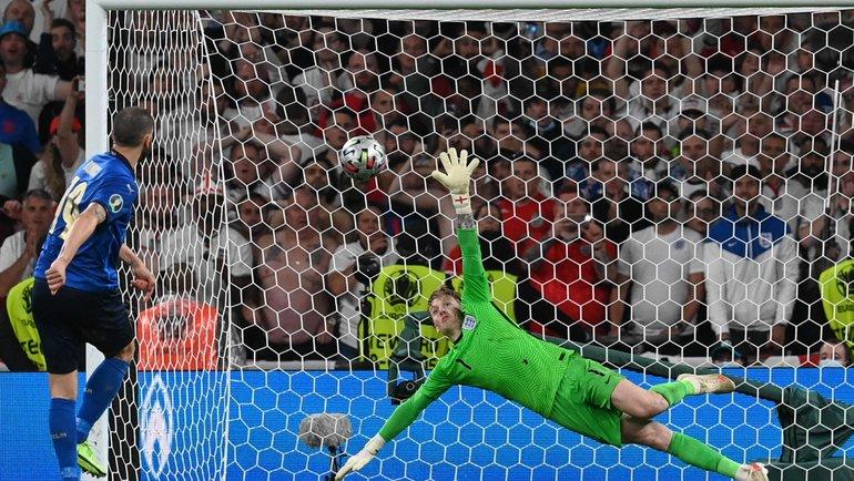 Леандро Бонуччи забивает всерии пенальти. Фото AFP