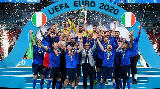 Сборная Италии празднует победу наЕвро. Фото Getty Images