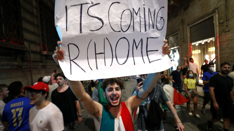 «It's coming toRome!» Как вИталии празднуют победу наЕвро-2020