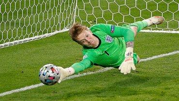 Пикфорд использовал шпаргалку всерии пенальти финала Евро сИталией