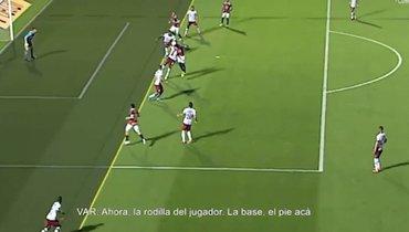 Кубок Либертадорес: дикая ошибка видеоарбитров. Как можно было незаметить игрока?