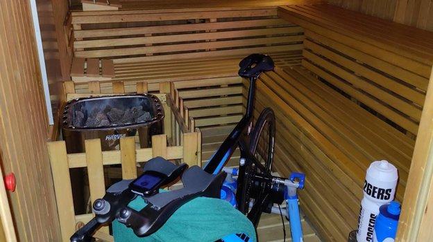 Велогонщица ван Флейтен тренируется всауне для подготовки кОлимпиаде вТокио. Фото Instagram