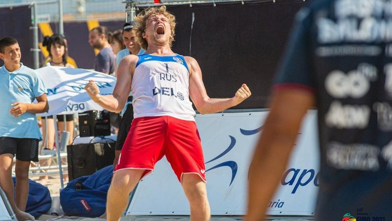 Сборная России по пляжному гандболу заняла третье место на чемпионате Европы.