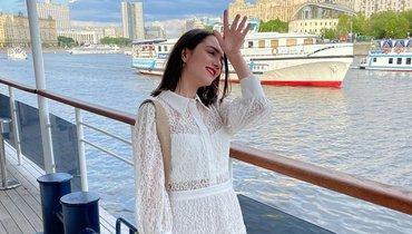 Медведева выложила фото вмокром белом топике