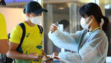 Первая ракетка мира теннисистка Эшли Барти (слева).