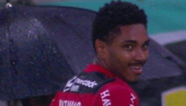 Дубль Витинью помог «Фламенго» выйти в1/4 финала Кубка Либертадорес