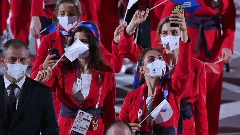Спортсмены сборной России нацеремонии открытия Олимпиады вТокио. Фото AFP