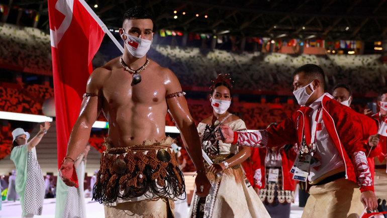 Пита Тауфатофуа— тхэквондист илыжник изТонга, знаменосец своего королевства натретьей Олимпиаде.