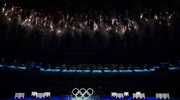 Фейерверк наОлимпийском стадионе вТокио. Фото AFP