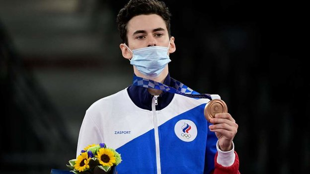 24июля. Токио. Михаил Артамонов сбронзовой медалью. Фото AFP