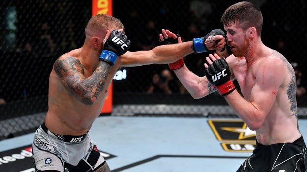 Диллашоу раздельным решением судей победил Сэндхагена. Фото UFC