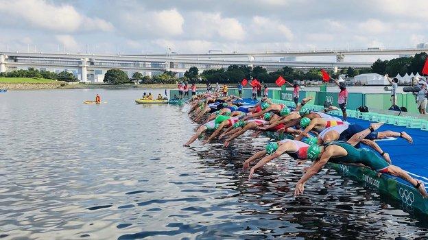 Старт триатлона наОлимпиаде-2020. Фото Twitter
