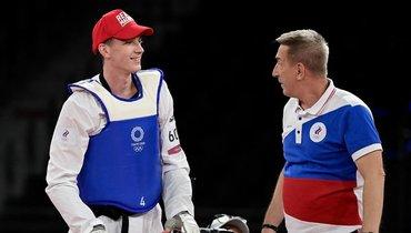 Храмцов надел ипоказал бейсболку хоккейной «Красной машины» после победы наОлимпиаде
