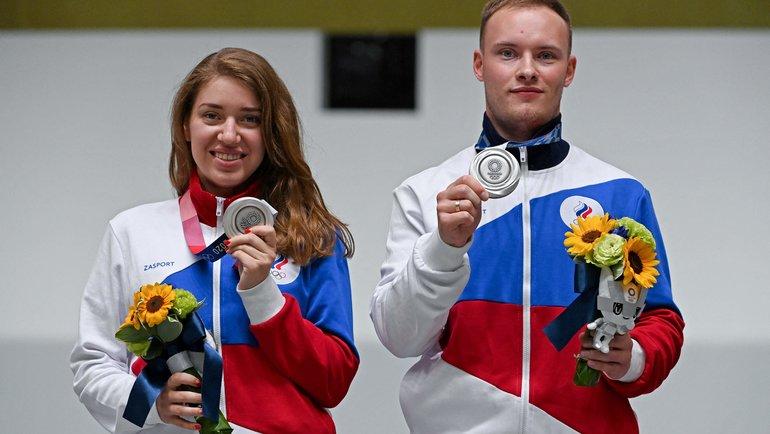 Виталина Бацарашкина и Артем Черноусов. Фото AFP