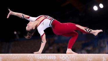 Немецкие гимнастки выступают наОлимпийских играх вновых костюмах.