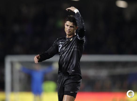 Португалия - Эквадор - 2:3. Португальской сборной не удалось порадовать Криштиану Роналду в его день рождения. Фото REUTERS.