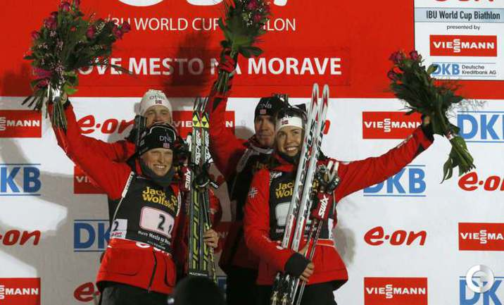 Победители смешанной эстафеты (слева направо): Тура БЕРГЕР, Тарьяй БЕ, Эмиль Хегле СВЕНДСЕН и  Сюнневе СОЛЕМДАЛЬ.