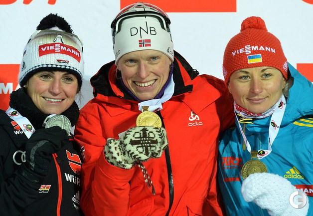 Призовой подиум (слева направо): Андреа ХЕНКЕЛЬ, Тура БЕРГЕР и Валентина СЕМЕРЕНКО. Фото AFP.