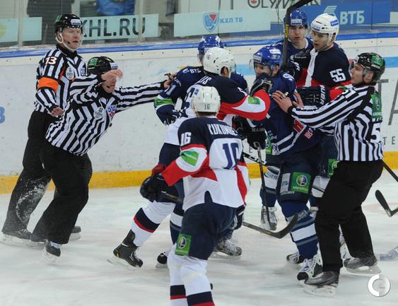 Динамовцы подрались со словаками на старте плей-офф