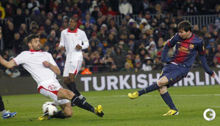 Лионель Месси забивает победный гол.