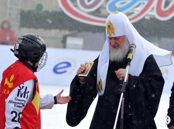 Патриарх сыграл с Валуевым в хоккей с мячом