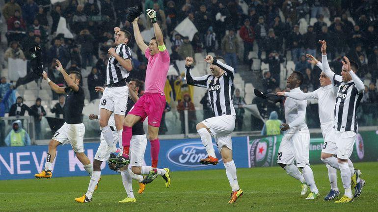 """Футболисты """"Юве"""" празднуют победу. Фото AFP."""