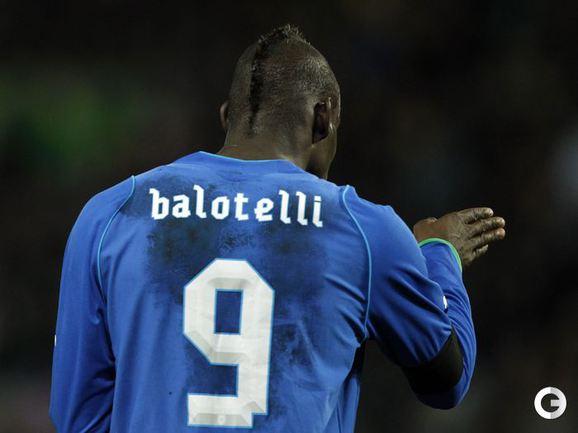Нападающий сборной Италии Марио БАЛОТЕЛЛИ.