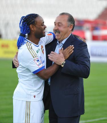 Вагнер Лав и Валерий Газзаев перед матчем.
