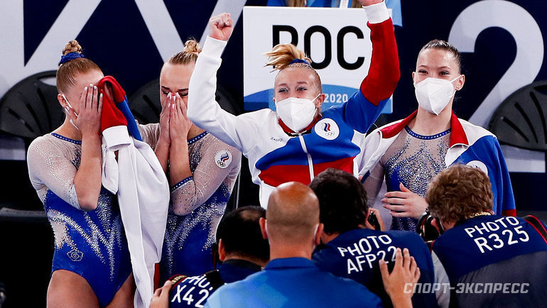 27июля. Токио. Лилия Ахаимова, Ангелина Мельникова, Виктория Листунова иВладислава Уразова (слева направо) выиграли золотые медали Игр вТокио.