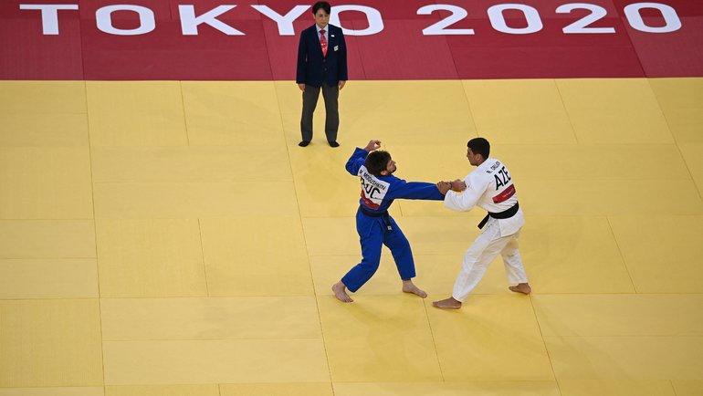 Российский дзюдоист Муса Могушков проиграл азербайджанцу Рустаму Оружову в1/16 турнира наОлимпиаде вТокио. Фото AFP