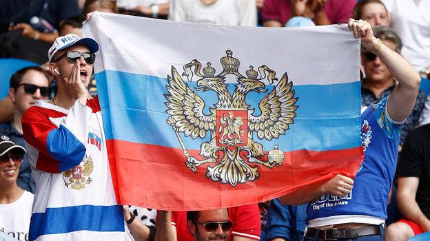 Российский флаг нередко появляется на матчах Даниила Медведева. Фото Getty Images