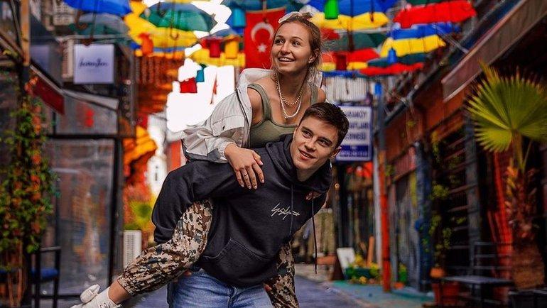 Никита Нагорный ссупругой Дарьей. Фото Instagram