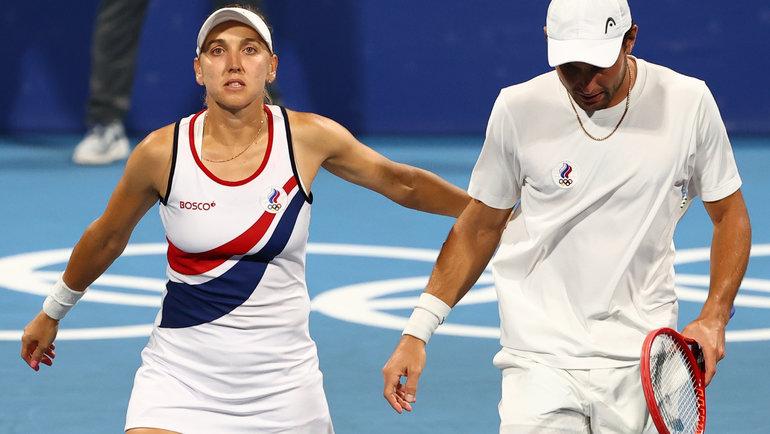 Елена Веснина иАслан Карацев. Фото Reuters