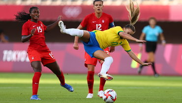 Женская сборная Канады обыграла команду Бразилии ивышла вполуфинал Олимпиады