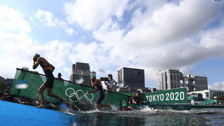Сборная Великобритании стала олимпийским чемпионом всмешанной эстафете триатлона. Фото Getty Images