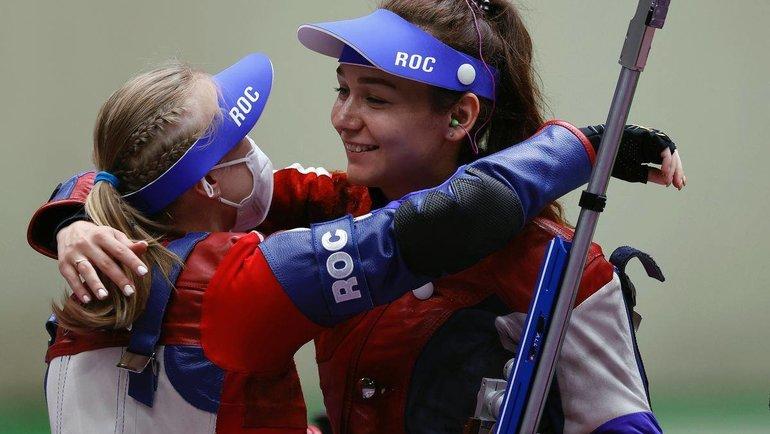 Россиянки Зыкова иКаримова завоевали серебро ибронзу впулевой стрельбе. Фото ОКР