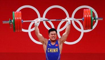 Китаец Сяоцзюнь завоевал золото втяжелой атлетике, установив три олимпийских рекорда