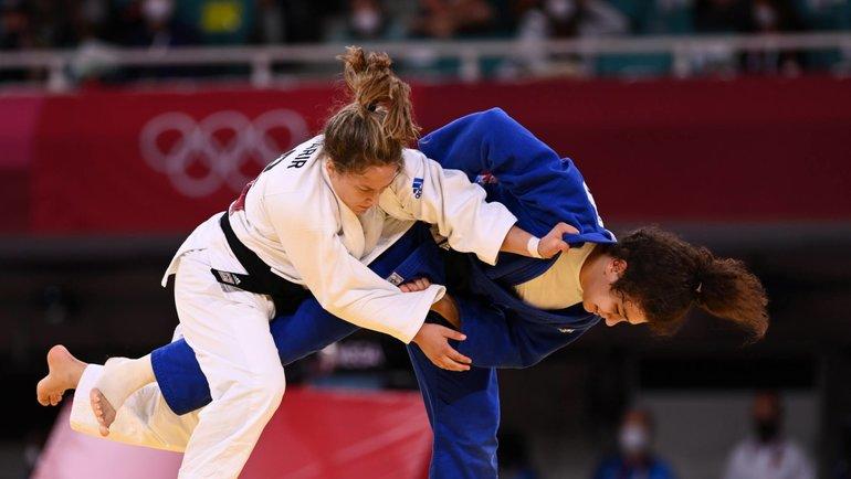 Мадина Таймазова (справа) против Гили Шарир. Фото Reuters
