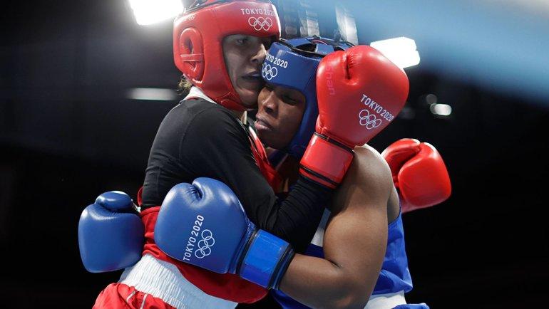 Зенфира Магомедалиева (слева) против Рэди Адосинды Грамане. Фото Reuters