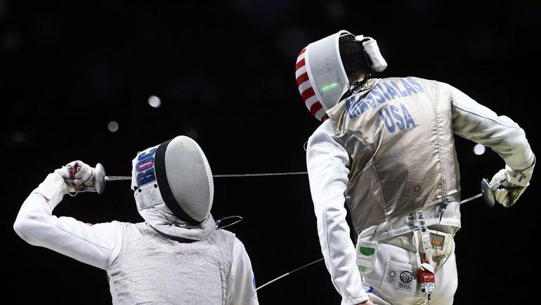 Антон Бородачев (слева) против Александра Массиаласа. Фото Reuters