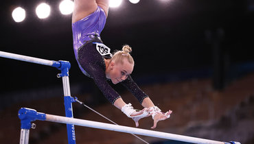 Гимнастка Мельникова упала сбрусьев инестала продолжать выступление наОлимпиаде