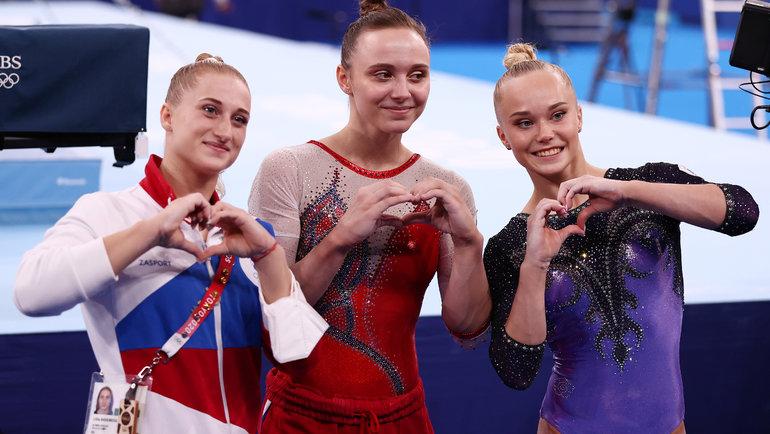 Лилия Ахаимова (слева) иАнгелина Мельникова (справа) медалей сегодня незавоевали, носрадостью поздравили ссеребром Анастасию Ильянкову.
