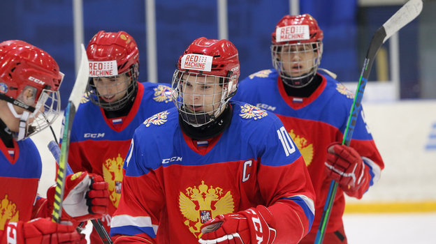Капитан юниорской сборной России Иван Мирошниченко празднует заброшенную шайбу. Фото ФХР
