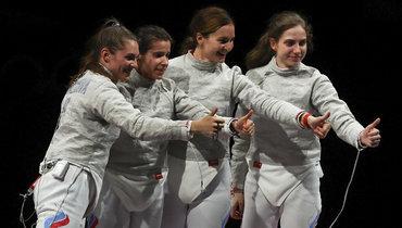 Усманов премирует саблистку Шевелеву, которая неполучила золотую медаль Олимпиады
