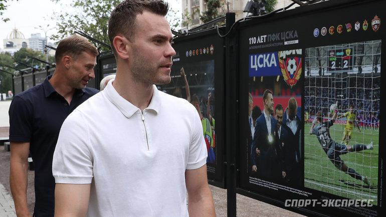 Вратарь ЦСКА Игорь Акинфеев наоткрытии фотовыставки.