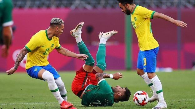 Сборная Бразилии пофутболу вышла вфинал Олимпиады. Фото Reuters