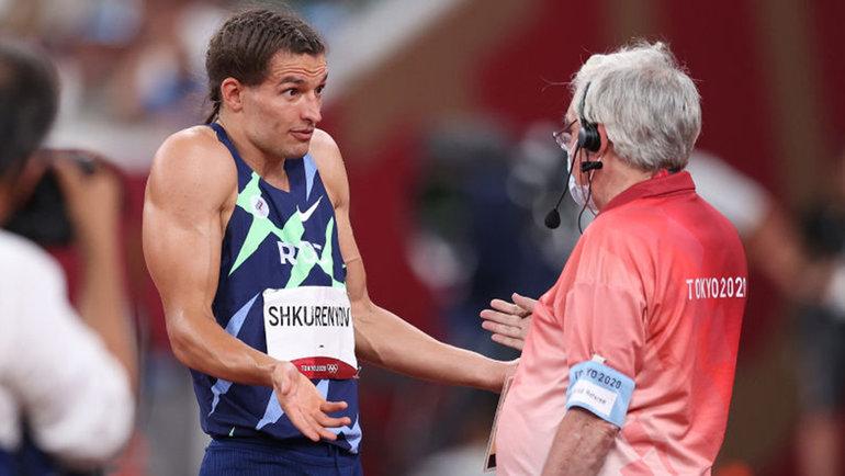 Илья Шкуренев пытается доказать судье свою правоту. Фото Getty Images