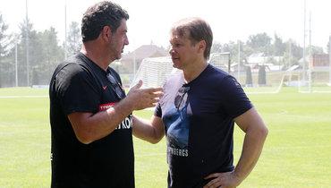 Дмитрий Попов (справа) иглавный тренер «Спартака» Руй Витория.