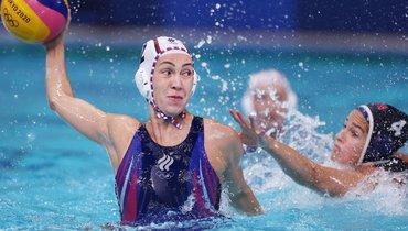 Женская сборная России поводному поло ведет всчете после первой половины полуфинала Олимпиады против США